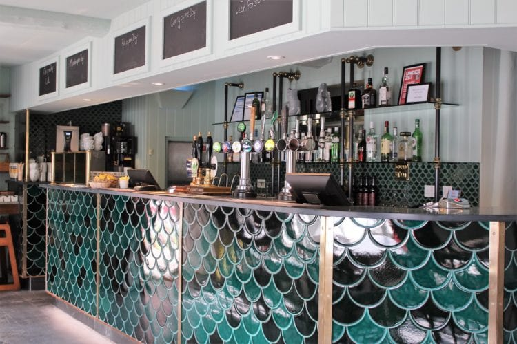 Red Lion Hotel, Harbour Bar